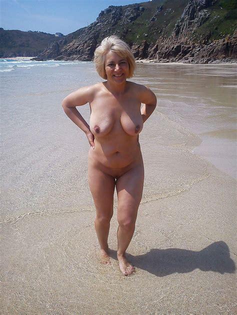 Wife posing in a bikini galleries jpg 1000x1333