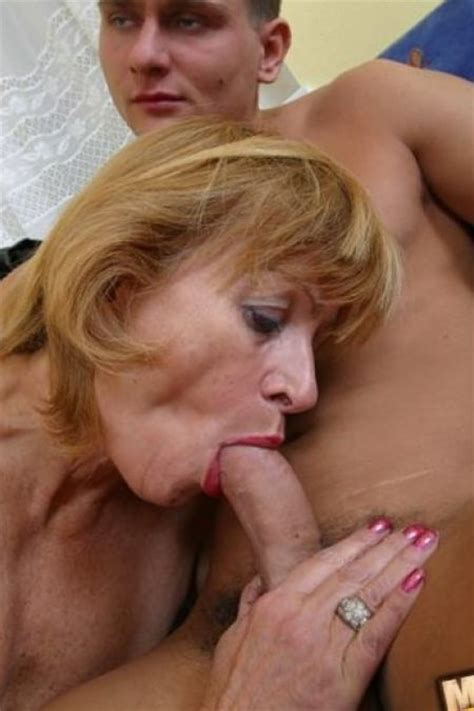 Italian mom close up pussy fuck jpg 450x675