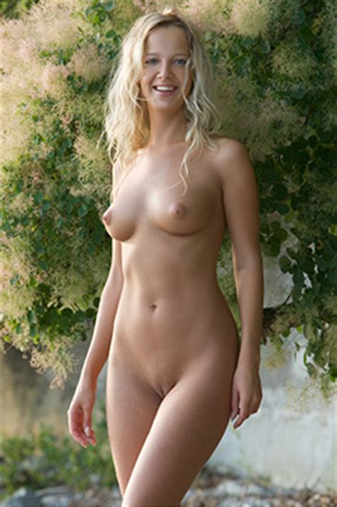 Categoryfemale nude in photography wikimedia commons jpg 250x376